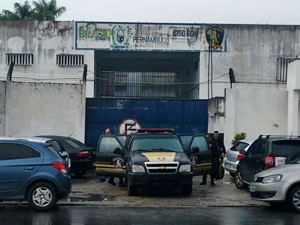 Pavilhão do Pamfa, um dos integrantes do Complexo Prisional do Curado, pegou fogo na madrugada desta terça. Local está sendo avaliado nesta manhã (Foto: Everaldo Silva / TV Globo)