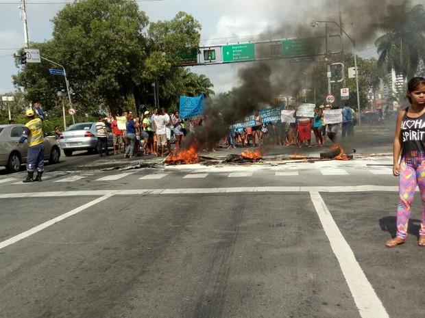 Protesto na Agamenon Magalhães (Foto: Bruno Lafaiete/ WhatsApp)