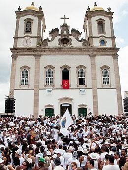 Fiéis na Igreja do Bonfim, Salvador, Bahia (Foto: Julien Karl/ G1)