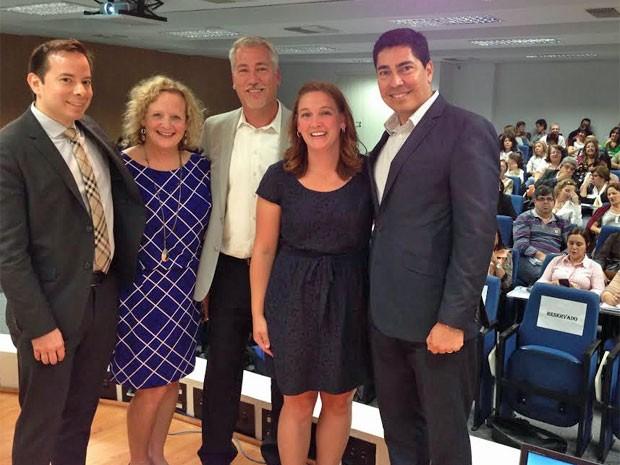 Da esquerda para a direita: os diretores de escolas americanos Pierre Orbe, Mary Pat Cumming, Daniel Naidicz, Miranda Hortenbach e Marco Antonio Nava, em seminário em São Paulo (Foto: Ana Carolina Moreno/G1)