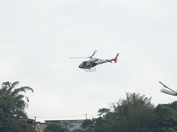 Helicóptero Águia auxiliou a Polícia Militar na procura pelos suspeitos (Foto: Arquivo Pessoal / Roberto Strauss)