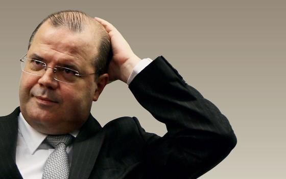 SEM CIÊNCIA O presidente do BC, Alexandre Tombini. Ele tem controle sobre os subordinados? (Foto: Sergio Lima/Folhapress)