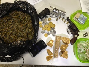 Droga apreendida foi levada para delegacia de Manaíra (Foto: Walter Paparazzo/G1)