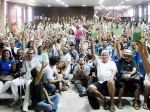 Professores da UFCG votaram pela greve por tempo indeterminado durante assembleia (Foto: Adufcg/Divulgação)