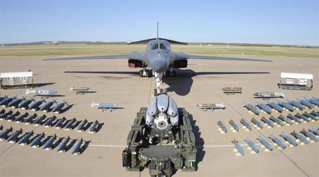 B1 Bomber: aviões estão armados para atacar (Foto: Reprodução)