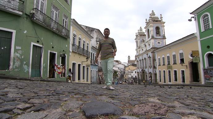 No quadro 'Heranças Coloniais', o professor Carlos Barros trata do Pelourinho (Foto: TV Bahia)