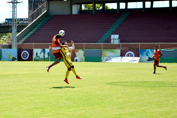Jogo-treino foi bastante disputado  (Foto: Wagner Chaló/GloboEsporte.com)