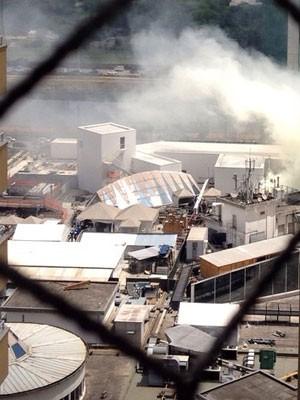 Fumaça gera suspeita de incêndio no Shopping Villa Lobos, na Zona Oeste de São Paulo (Foto: VC no G1)