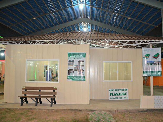 Empresa apresentou, durante Expoacre 2015, casa feita de PVC preenchido com concreto (Foto: Caio Fulgêncio/G1)