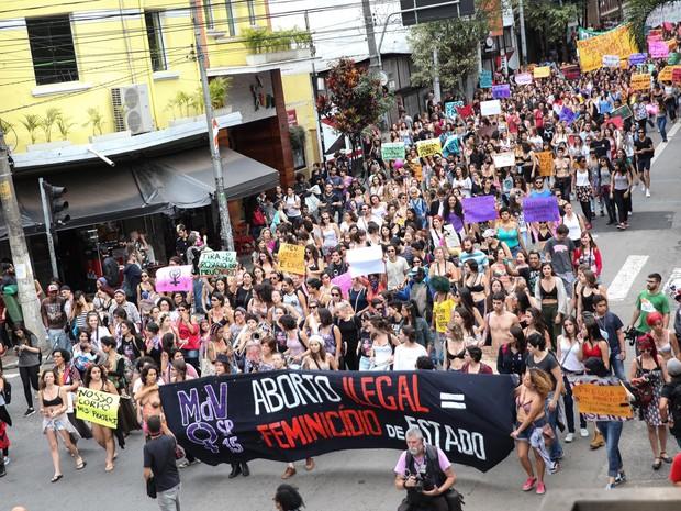 Marcha desce a Rua Augusta no sentido Centro após deixar a Av. Paulista. A concentração foi no vão livre do Masp (Foto: Douglas Pingituro/Brazil Photo Press/Estadão Conteúdo)