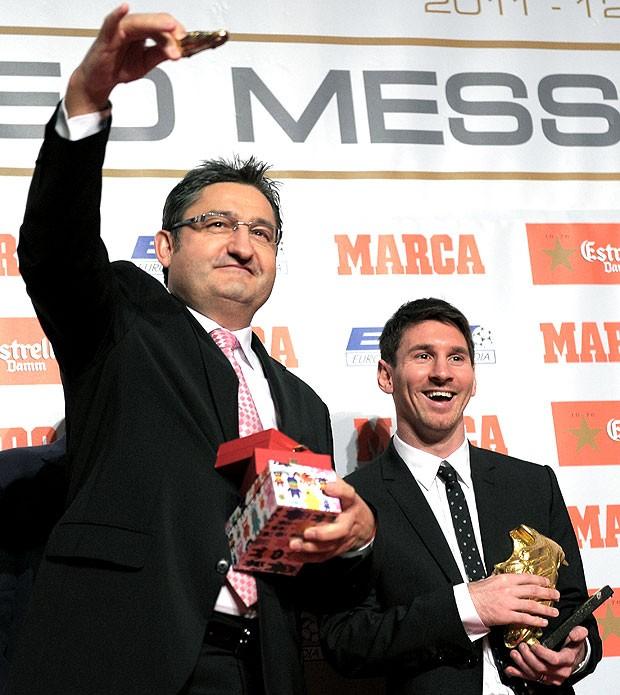 Messi chuteira de ouro presente para o filho (Foto: AFP)