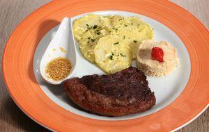 Picanha grelhada e salada de batata com maionese de manjericão