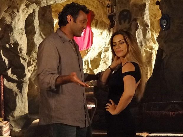 Bianca não entende porque Zyah ficou chateado com ela (Foto: Salve Jorge/TV Globo)
