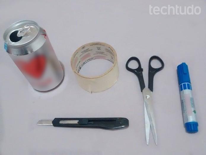 Truque com lata de alumínio funciona para melhorar sinal Wi-Fi (Foto: Raquel Feire/TechTudo)
