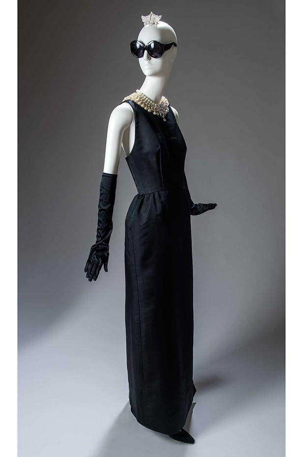 The Givenchy evening sheath dress worn by Holly Golightly, as played by Audrey Hepburn, in the opening scene of the Blake Edwards film, Breakfast at Tiffany's, 1961. Following its debut in the film, the black sheath has become an eternal element of the style lexicon (Foto: GIVENCHY. PHOTO BY LUC CASTEL)