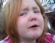 """Menina chora porque não aguenta mais """"Bronco"""" Obama e Mitt Romney"""