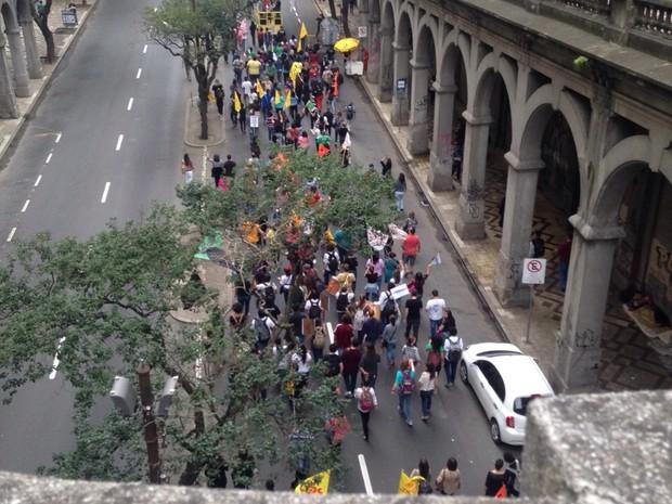 protesto servidores estaduais porto alegre palácio piratini (Foto: Roberta Salinet/RBS TV)