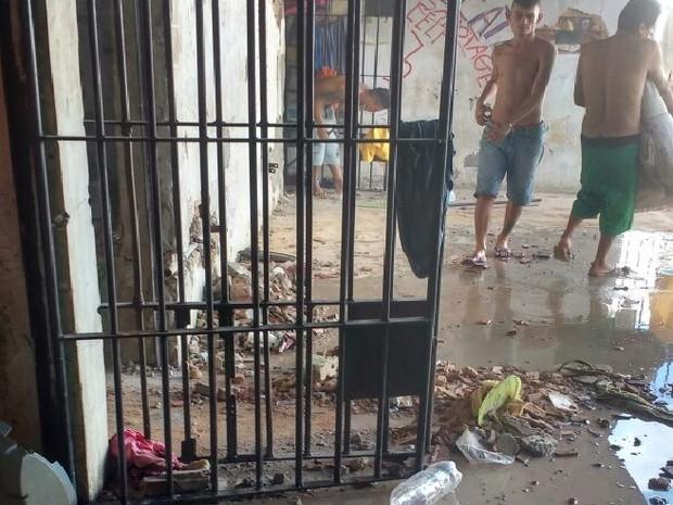 Presos quebraram as celas e agredidaram detentos rivais na Cadeia Pública de Tianguá, nesta segunda-feira (6) (Foto: Divulgação/Polícia Militar)
