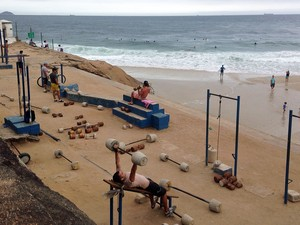 Academia em Ipanema fica em frente a Praia do Diabo (Foto: José Raphael Berredo/G1)