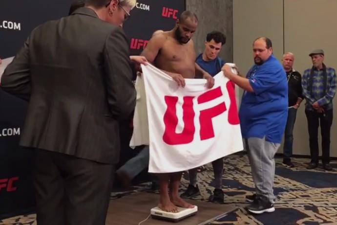 Daniel Cormier Pesagem UFC 210 (Foto: Reprodução )
