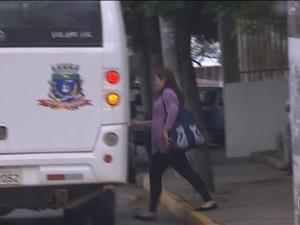 Funcionários são flagrados usando transporte em Salto de Pirapora (Foto: Reprodução/TV Globo)