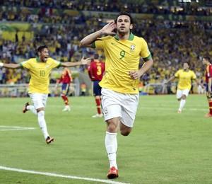 Fred comemora o terceiro gol marcado pelo Brasil. O atacante marcou dois deles (Foto: EFE/Srdjan Suki)