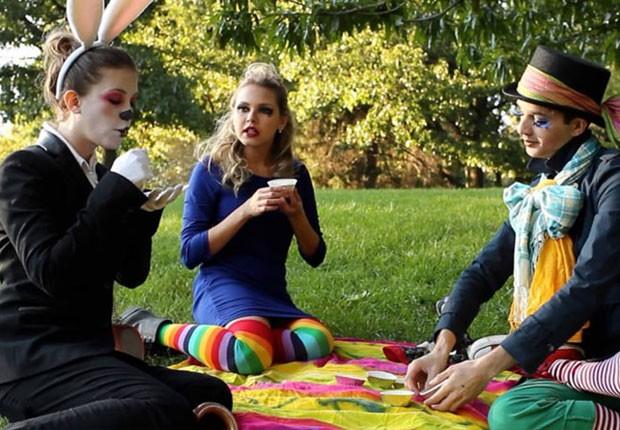 Louise durante as filmagens do curta 'Alice' em Nova York (Foto: Divulgação)