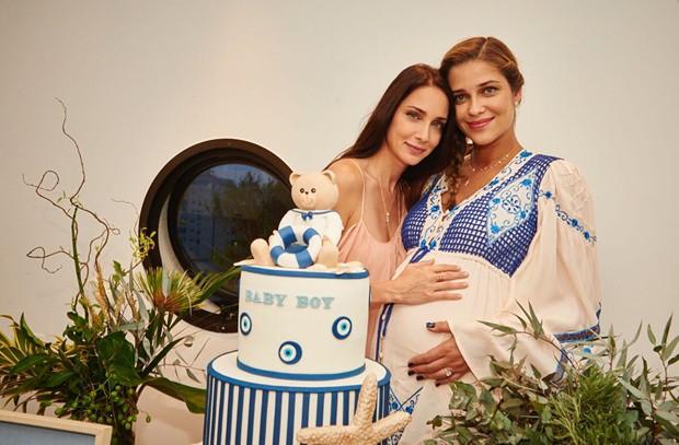 Patrícia e Ana Beatriz Barros no chá de bebê da top model (Foto: Cadu Maya/Divulgação)