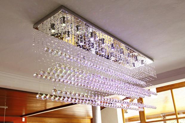 O lustre com 4700 cristais, que custou R$ 16 mil (Foto: Celso Tavares/EGO)