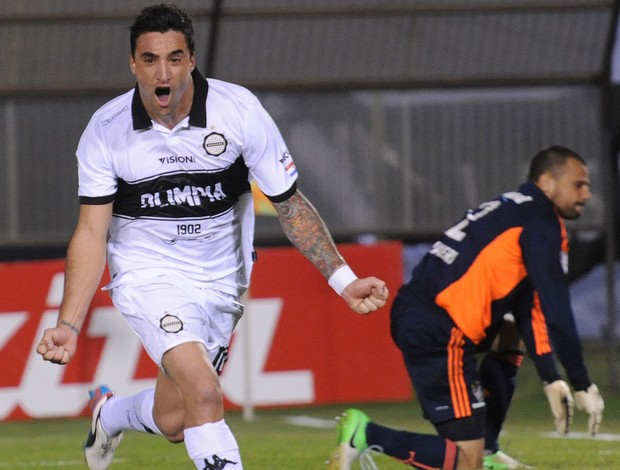 Manuel Salgueiro Cavalieri gol Olimpia x Fluminense (Foto: AFP)