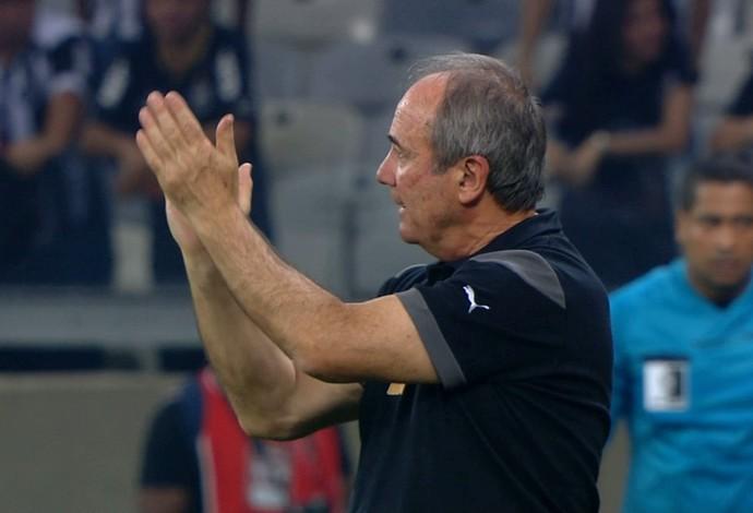 Técnico Levir Culpi comandou o Atlético-MG na partida contra o Corinthians (Foto: Reprodução/TVGLOBO)