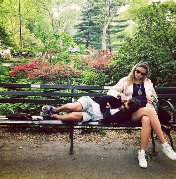 Luana com o maridão em viagem a Nova Iorque para fazer o enxoval dos gêmeos (Foto: Arquivo pessoal)
