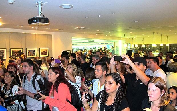 torcida no lançamento do DVD do Vasco (Foto: Rafael Cavalieri / Globoesporte.com)