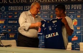 Lucas Romero veste a camisa do Cruzeiro e fala em conquistar títulos