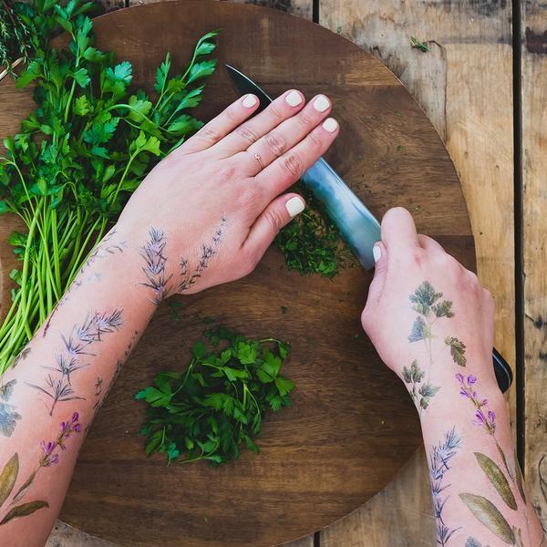 Tatuagem temporária com perfume (Foto: Divulgação)