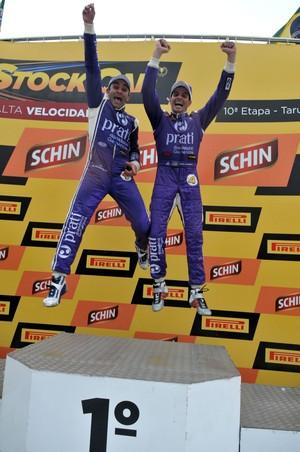 Antoni Pizzonia e Julio Campos comemoram as vitórias na rodada dupla da Stock Car em Tarumã (Foto:  Vanderley Soares / Divulgação)