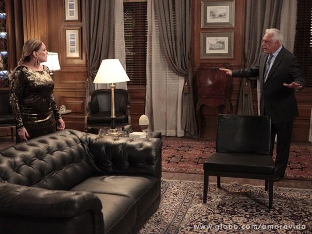 César tem atitudes muito fora do normal (Foto: Amor à Vida/ TV Globo)