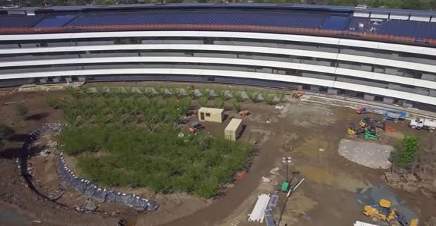 O jardim está sendo instalado na nova sede da Apple (Foto: Reprodução/YouTube Matthew Roberts)