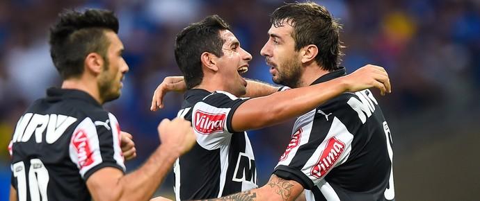 Guilherme e Lucas Pratto atlético-MG gol Cruzeiro semifinal estadual (Foto: Pedro Vilella / Agência Estado)