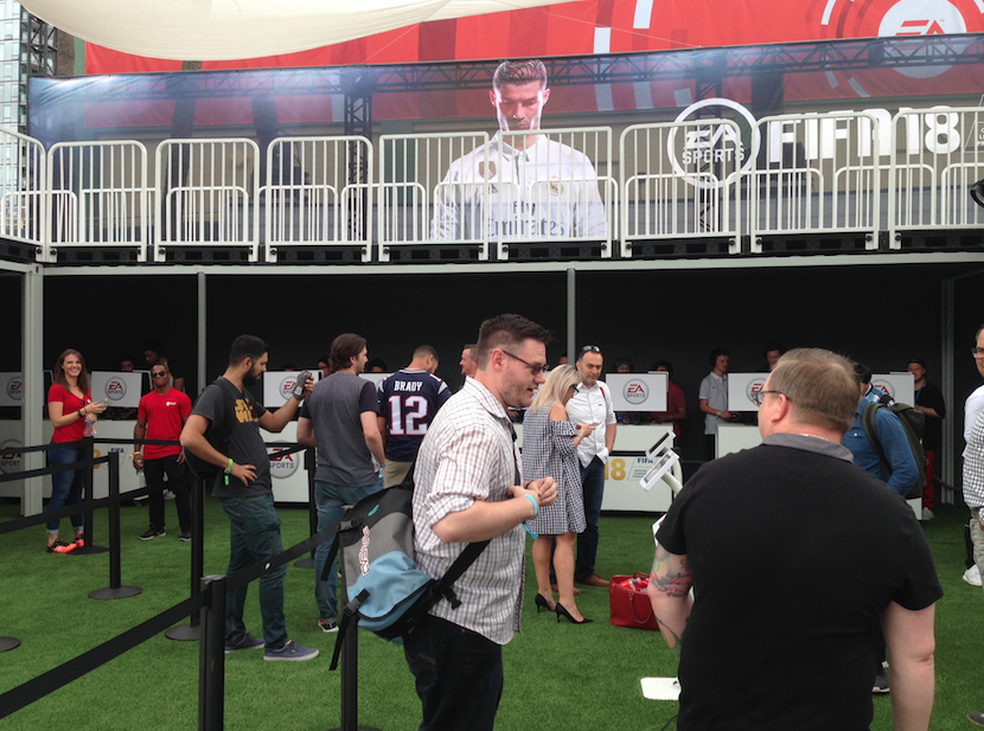 Área de FIFA 18 no EA Play (Foto: Felipe Vinha)