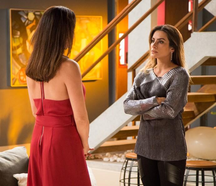 Tamara fica surpresa com os questionamentos da mãe (Foto: Fabiano Battaglin/Gshow)