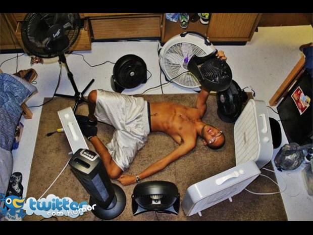 Muitos ventiladores para aplacar o calor (Foto: Reprodução/Twitter com humor)