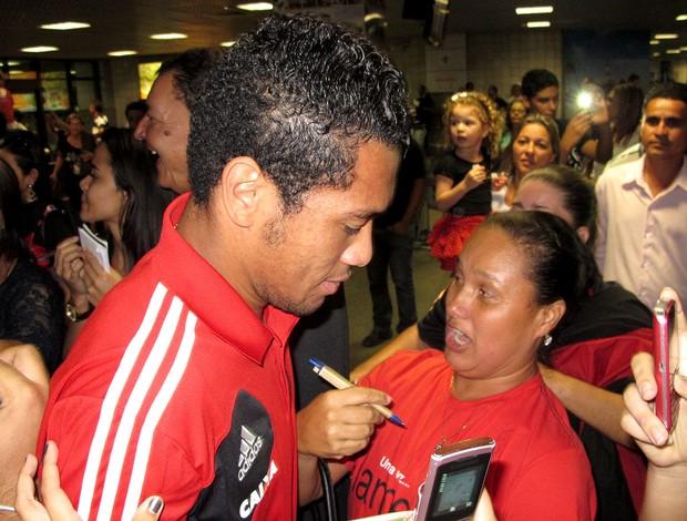 Hernane desembarque Flamengo (Foto: Richard Souza)