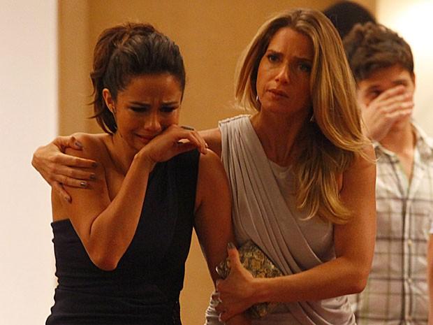 Morena fica muito abalada após ver Jéssica morta (Foto: Salve Jorge/TV Globo)