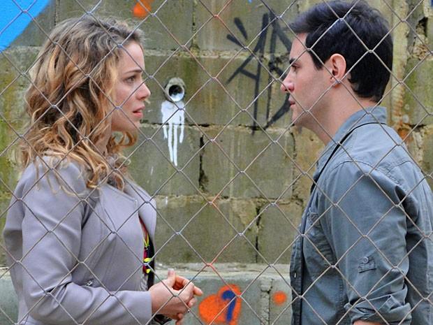 Inácio termina tudo com Rosário e diz que o amor deles não tem mais vez (Foto: Cheias de Charme/ TV Globo)