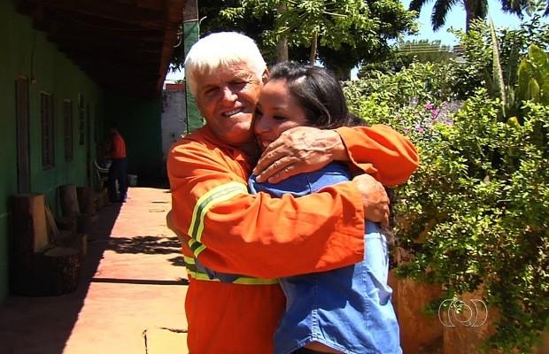 Gari banca estudos e realiza sonho da filha de se tornar médica, em Goiás (Foto: Reprodução/TV Anhanguera)