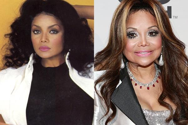 Michael não foi o único dos Jacksons a fazer várias cirurgias: sua irmã mais velha, La Toya, também já passou pelas mãos de cirurgiões plásticos um punhado de vezes. Nelas, fez procedimentos no rosto... E não é que o nariz dela ficou parecido com o do Michael? (Foto: Getty Images)