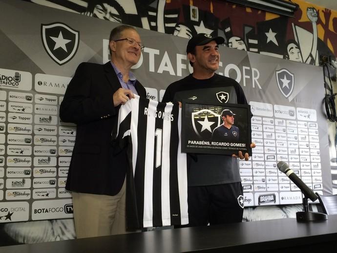 Ricardo Gomes Homenagem Botafogo (Foto: Reprodução/Twitter)