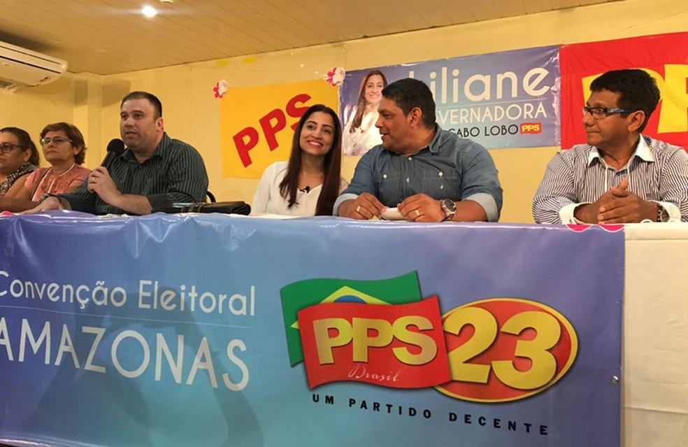 Liliane Araújo (centro) será candidata do PPS ao governo (Foto: Indiara Bessa/G1 AM)