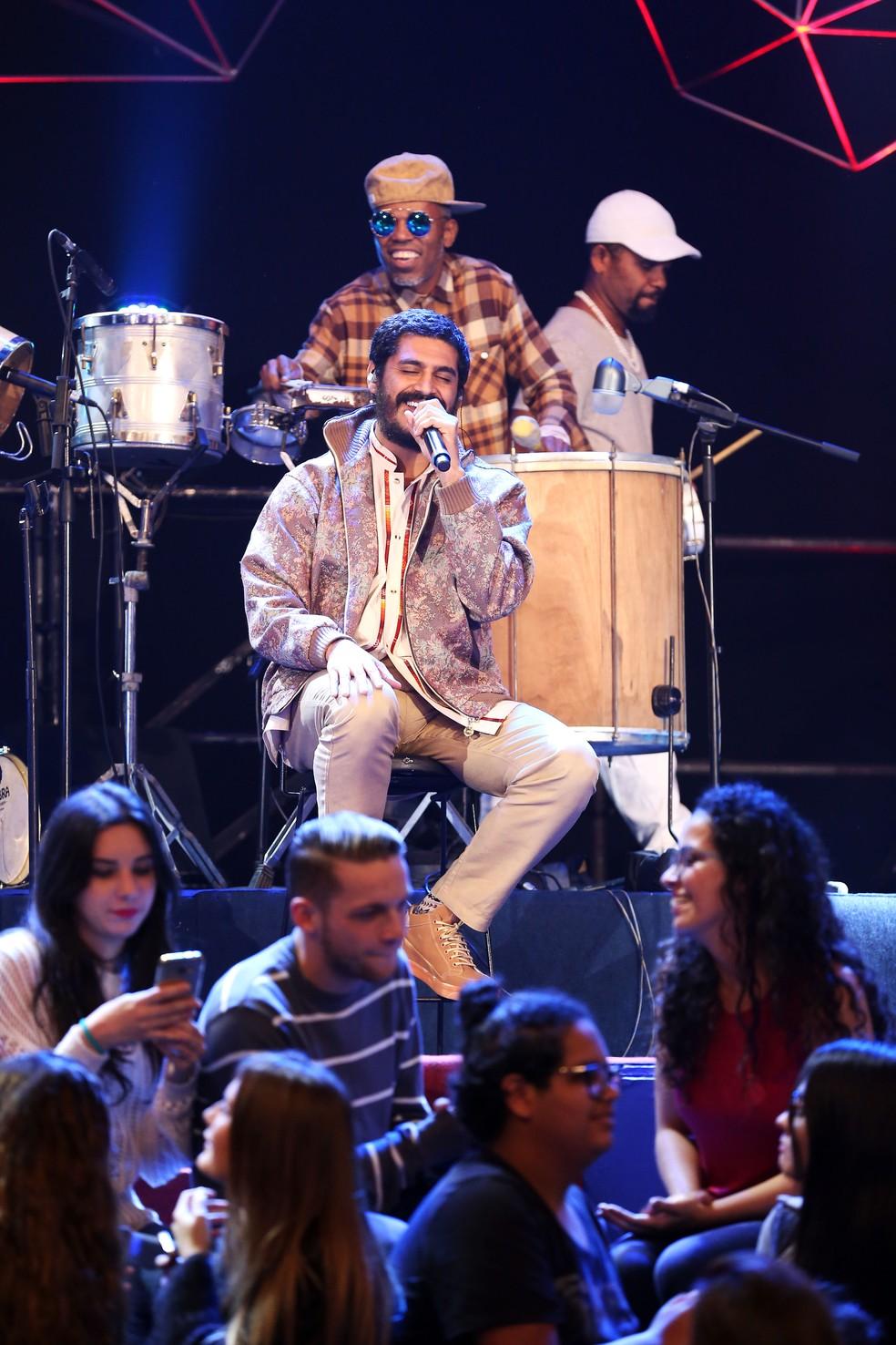 O cantor soltou a voz e apresentou músicas de seu novo álbum (Foto: Rodrigo Peixoto/Gshow)